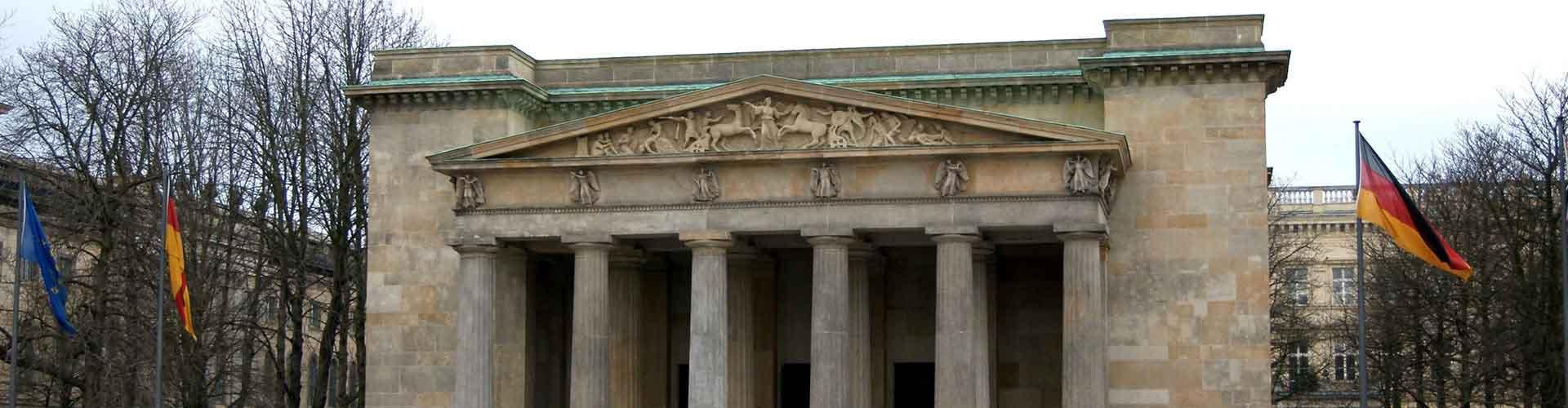 Berlín - Albergues cerca a Neue Wache y Zeughaus. Mapas de Berlín, Fotos y Comentarios para cada Albergue en Berlín.
